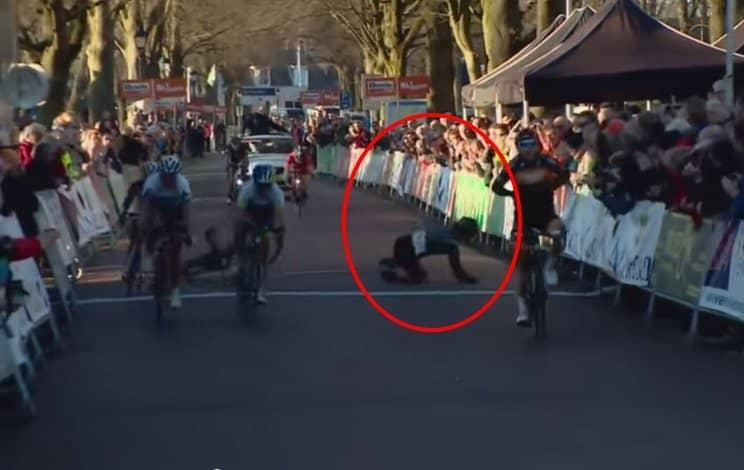 GEST BARBAR: Lumea ciclismului consternată de pățania unei concurente