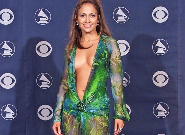 Jennifer Lopez și decolteul Versace sursa pentru Google Imagini