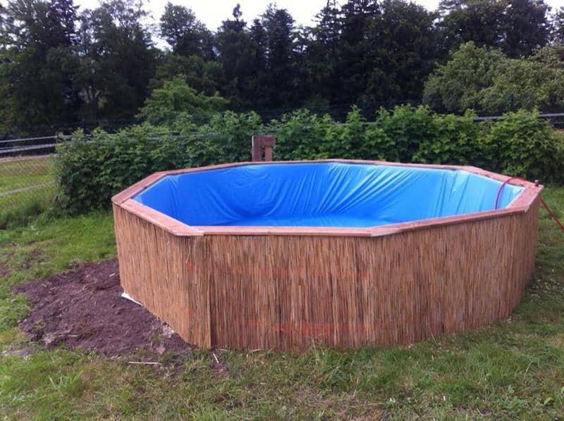Cum să îți construiești o piscină din 10 paleți și să scapi de caniculă