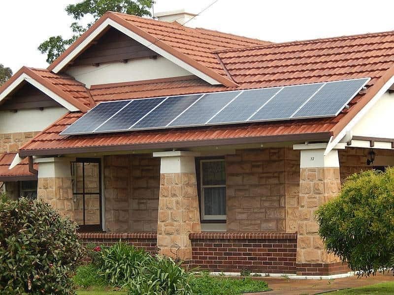Statul California oferă gratis panouri solare familiilor cu venituri mici